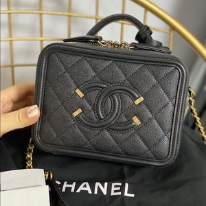 🖤 CHANEL 🖤 Caviar Small Vanity Case Black Gold